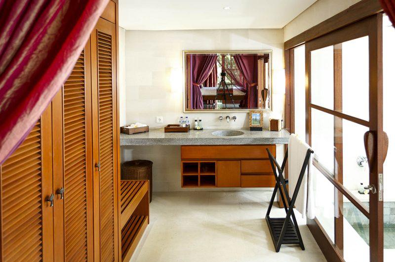 Villa Pushpapuri Bathroom and Walk-In Wardrobe | Sanur, Bali