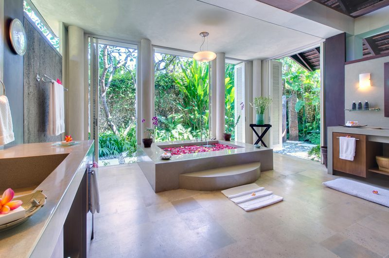 Villa Samadhana Romantic Bathroom Set Up | Sanur, Bali