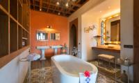 Villa Sayang d'Amour Bathtub | Petitenget, Bali
