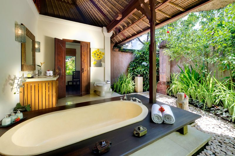 Villa Surya Damai Bathtub | Umalas, Bali