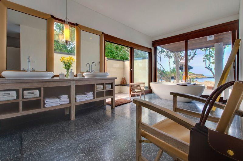 Villa Voyage En-suite Bathroom | Nusa Lembongan, Bali