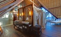 Villa Voyage Master Bathroom | Nusa Lembongan, Bali