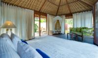 Villa Voyage Bedroom with Sofa | Nusa Lembongan, Bali