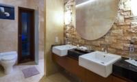 Villa Bayu En-suite Bathroom | Jimbaran, Bali