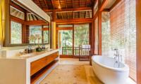 Villa Champuhan Indoor Bathtub | Seseh, Bali