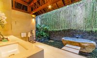 Villa Champuhan Outdoor Bathtub | Seseh, Bali