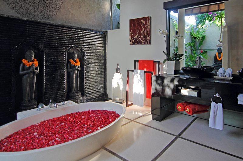 Villa Sesari Master Bathroom | Seminyak, Bali