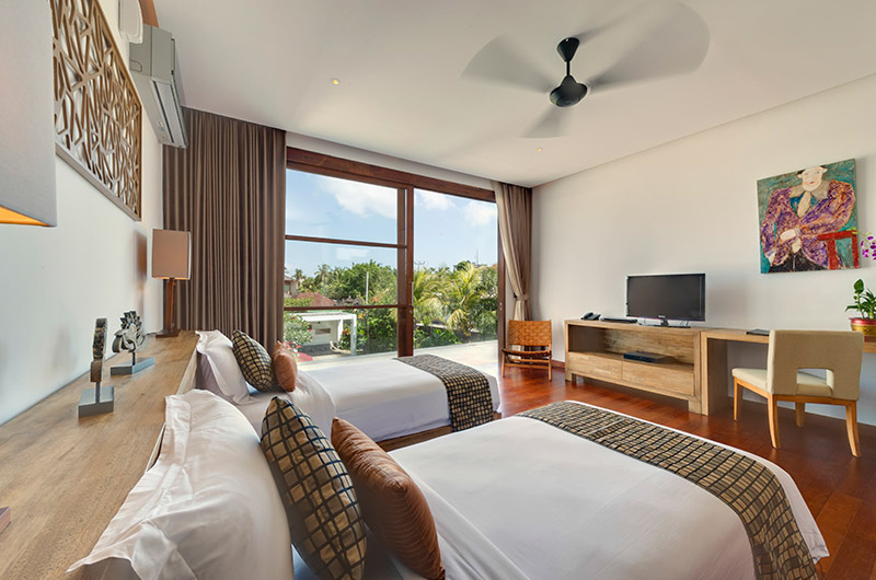 Casa Brio Twin Bedroom with TV I Seminyak, Bali