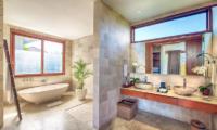 Casa Brio Bathroom with Bathtub | Seminyak, Bali