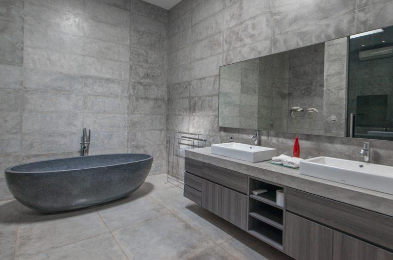Villa Simpatico Bathtub | Seminyak, Bali