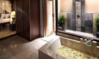 Kamandalu Resort Ubud Chalet Bathroom | Ubud, Bali