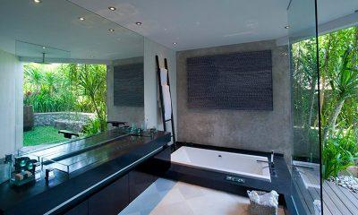 The Layar Three Bedroom Villas Bathtub | Seminyak, Bali