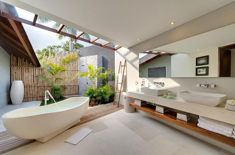 The Layar Four Bedroom Villas His and Hers Bathroom with Bathtub | Seminyak, Bali