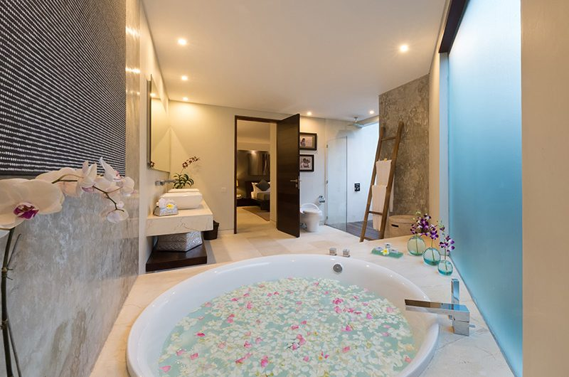 The Layar Four Bedroom Villas Romantic Bathtub Set Up | Seminyak, Bali