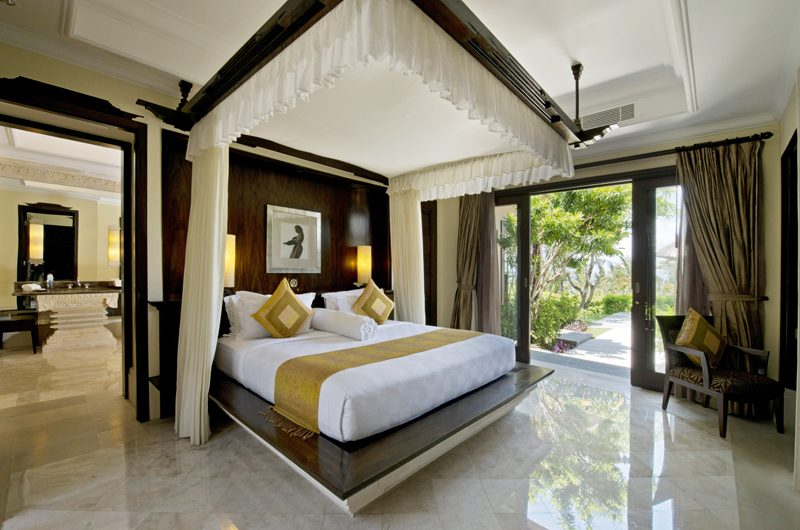 The Villas at Ayana Resort Bali Bedroom and En-suite Bathroom | Jimbaran, Bali