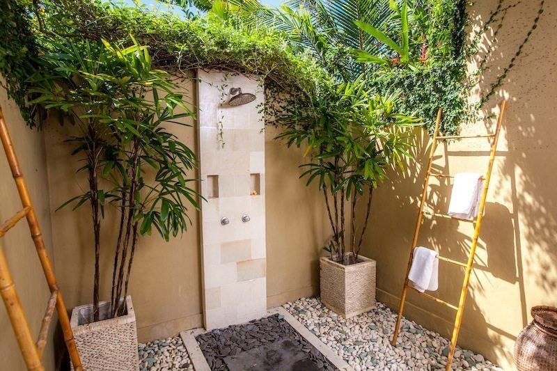 Villa Senang Bathroom I Batubelig, Bali