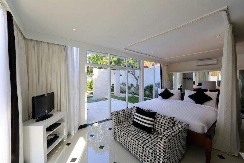 Four On Drupadi | Amore Bedroom I Seminyak, Bali