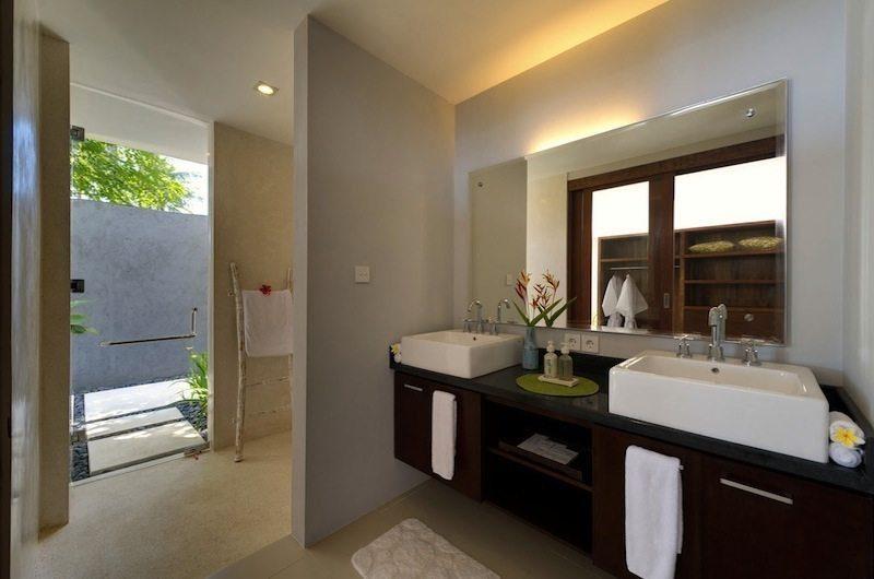 Malimbu Cliff Villa Bathroom I Lombok, Indonesia