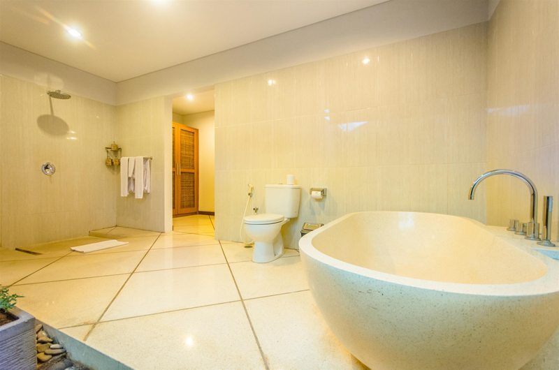 Villa Alore Master Bathroom | Seminyak, Bali