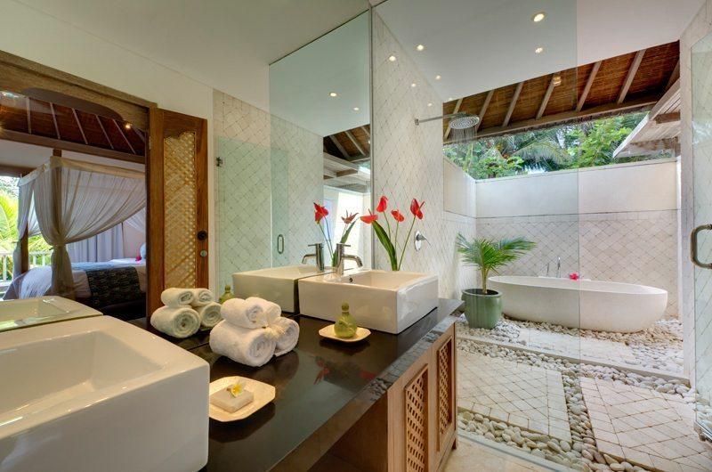 Villa Bakung En-suite Bathroom | Candidasa, Bali