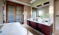 Villa Cantik Ungasan Bathroom One | Uluwatu, Bali