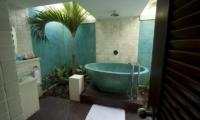 Villa Casis Bathtub | Sanur, Bali