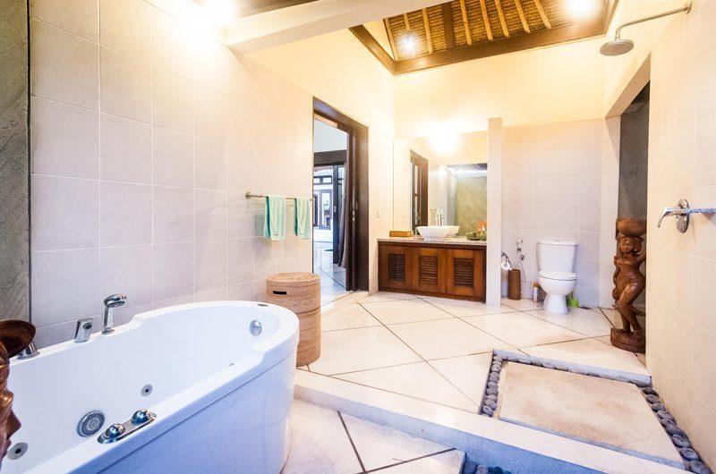 Villa Gading Master Bathroom   Seminyak, Bali