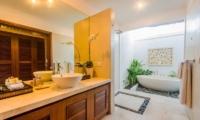 Villa Jaclan En-suite Bathroom | Seminyak, Bali