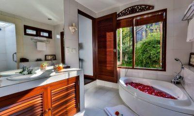 Villa Jukung En-suite Bathroom | Candidasa, Bali