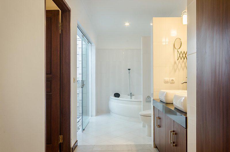 Villa Krisna Bathroom with Bathtub | Seminyak, Bali