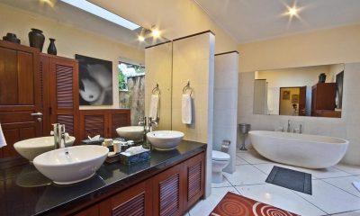 Villa Mango Bathtub | Seminyak, Bali