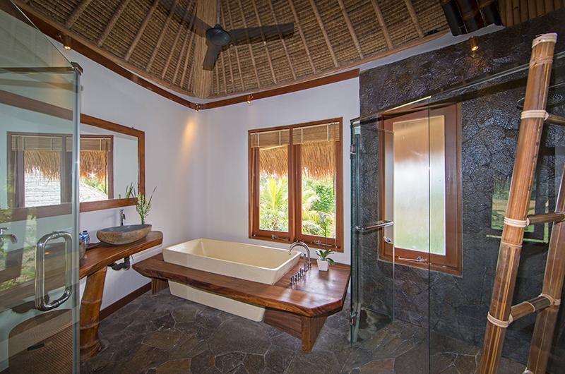 Villa Omah Padi Indoor Bathtub | Ubud, Bali