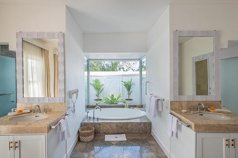 Villa Puri Balangan Bathroom with Bathtub | Jimbaran, Bali