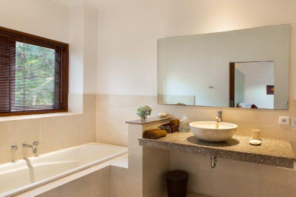 Villa Puri Temple Bathroom with Bathtub | Canggu, Bali