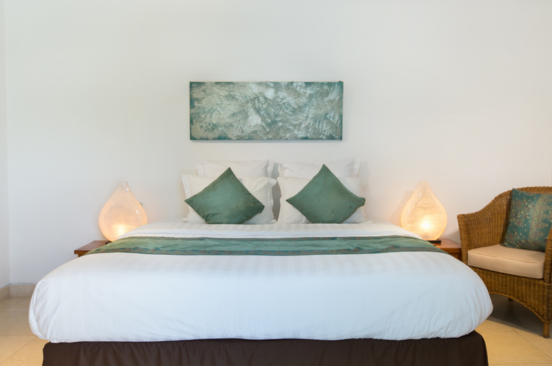 Villa Puri Temple Bedroom with Table Lamps | Canggu, Bali