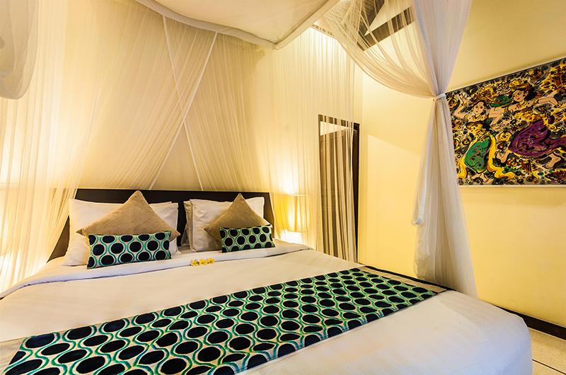 Villa Saphir Bedroom with Lamps | Seminyak, Bali