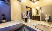 Villa Saphir Bathroom with Bathtub | Seminyak, Bali