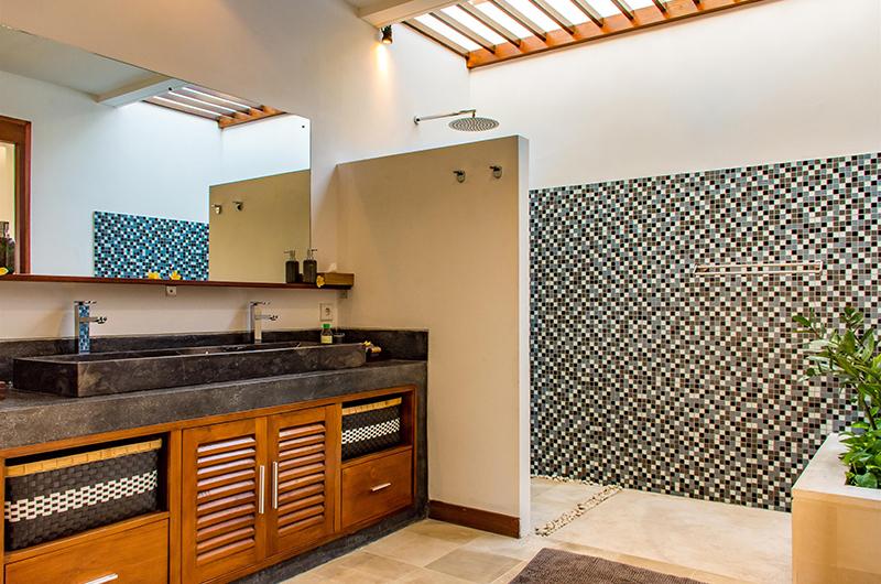 Villa Umah Kupu Kupu Bathroom with Shower | Seminyak, Bali
