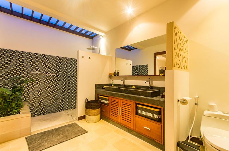 Villa Umah Kupu Kupu Bathroom One | Seminyak, Bali