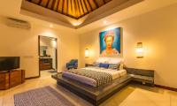 Villa Umah Kupu Kupu Bedroom with Lamps | Seminyak, Bali