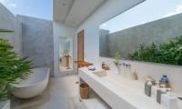 Villa Chocolat Master Bathroom | Seminyak, Bali