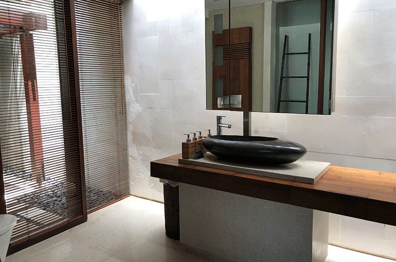 Tukad Pangi Villa Bathroom with Mirror | Canggu, Bali