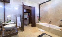Villa Luwih His and Hers Bathroom with Bathtub | Canggu, Bali