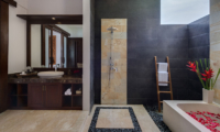 Villa Luwih Bathroom with Bathtub | Canggu, Bali