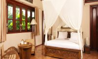 Sound of the Sea Bedroom with Lamps   Pererenan, Bali