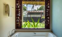 Sound of the Sea Hot & Cold Bathtub | Pererenan, Bali
