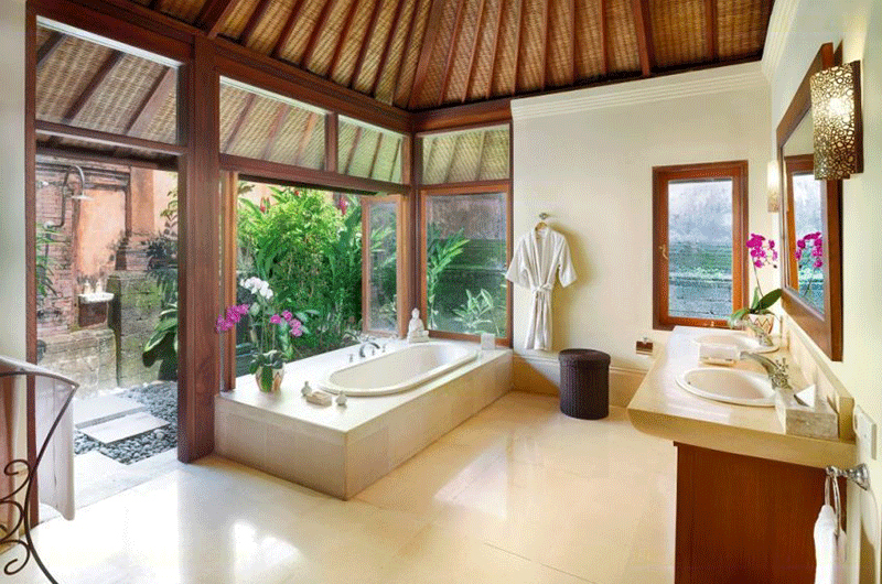 Villa Bougainvillea Bathroom with Bathtub | Canggu, Bali