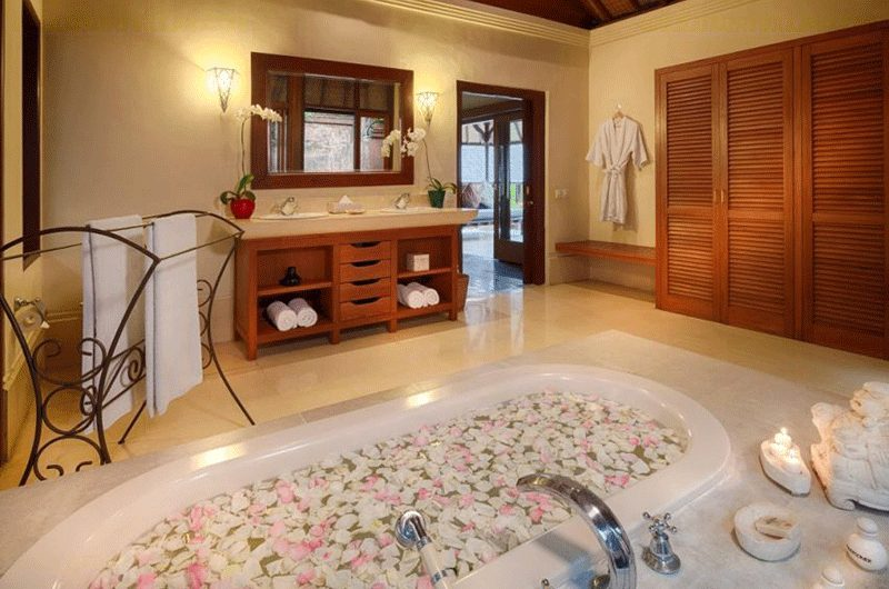 Villa Bougainvillea Romantic Bathtub | Canggu, Bali