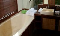 Villa Waringin Sedap Malam Bathtub | Pererenan, Bali