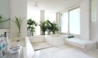 Eden Bali Bathroom with Bathtub | Batubelig, Bali